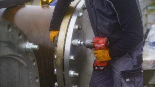 Łączenie elementów na budowie rurociągu
